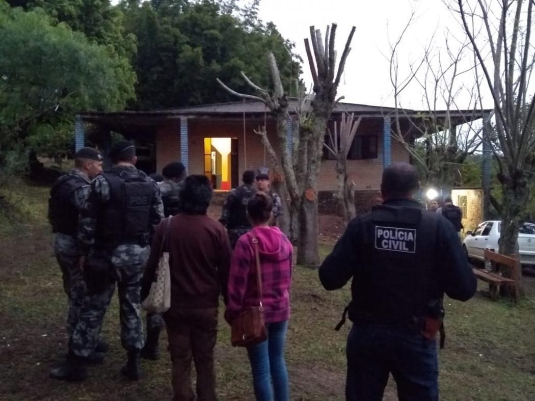 Policiais encontraram a casa que serviria de cativeiro para Rosângela, mãe de Taison  . Crédito: Brigada Militar/Divulgação