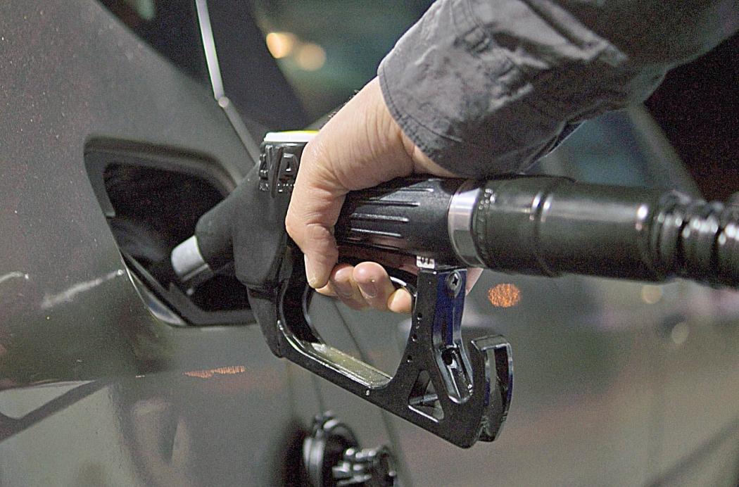 A  tampa do tanque da gasolina mal fechada pode ser um dos motivos do forte cheiro de combustível. Crédito: Divulgação