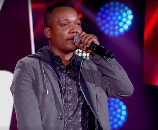 "Com música de Zezé Di Camargo, capixaba Edson Calos passa de fase no ""The Voice"""