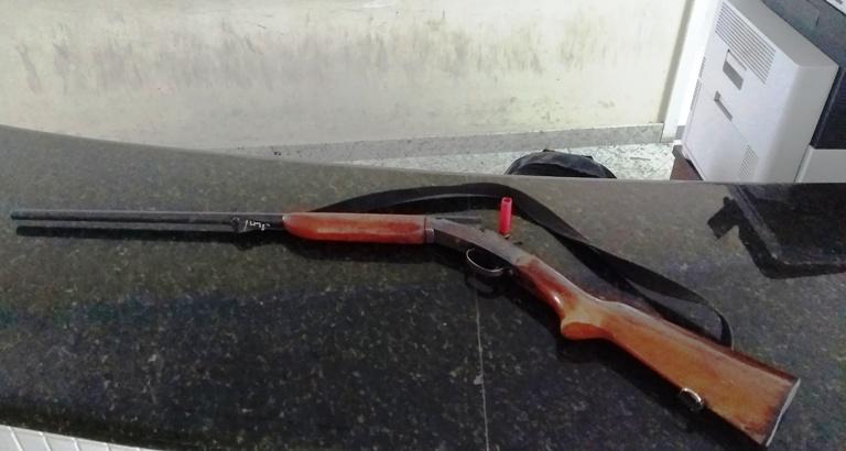 Espingarda que teria disparado acidentalmente durante caça em Rio Bananal. Crédito: Norte Notícia