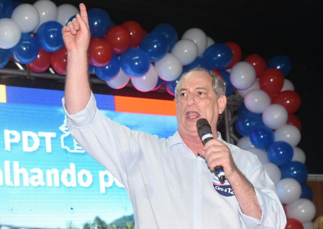 Ciro Gomes chegou ao Estado para a convenção partidária na manhã deste sábado (4). Crédito: Carlos Alberto Silva | GZ
