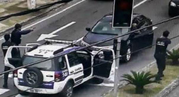 O suspeito foi abordado enquanto passava pela Avenida Maruípe, em Vitória. Crédito: Divulgação/Prefeitura de Vitória