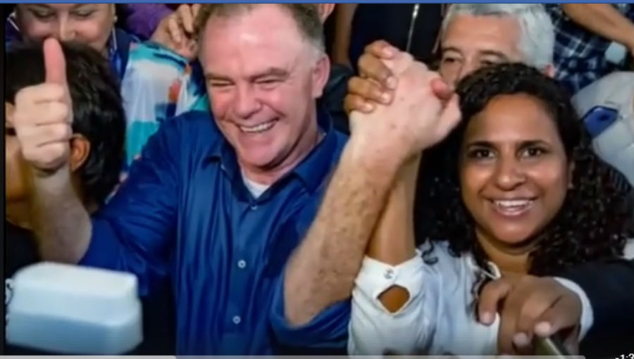 Casagrande ao lado de Jaqueline Moraes em vídeo. Crédito: Facebook/Jaqueline Moraes