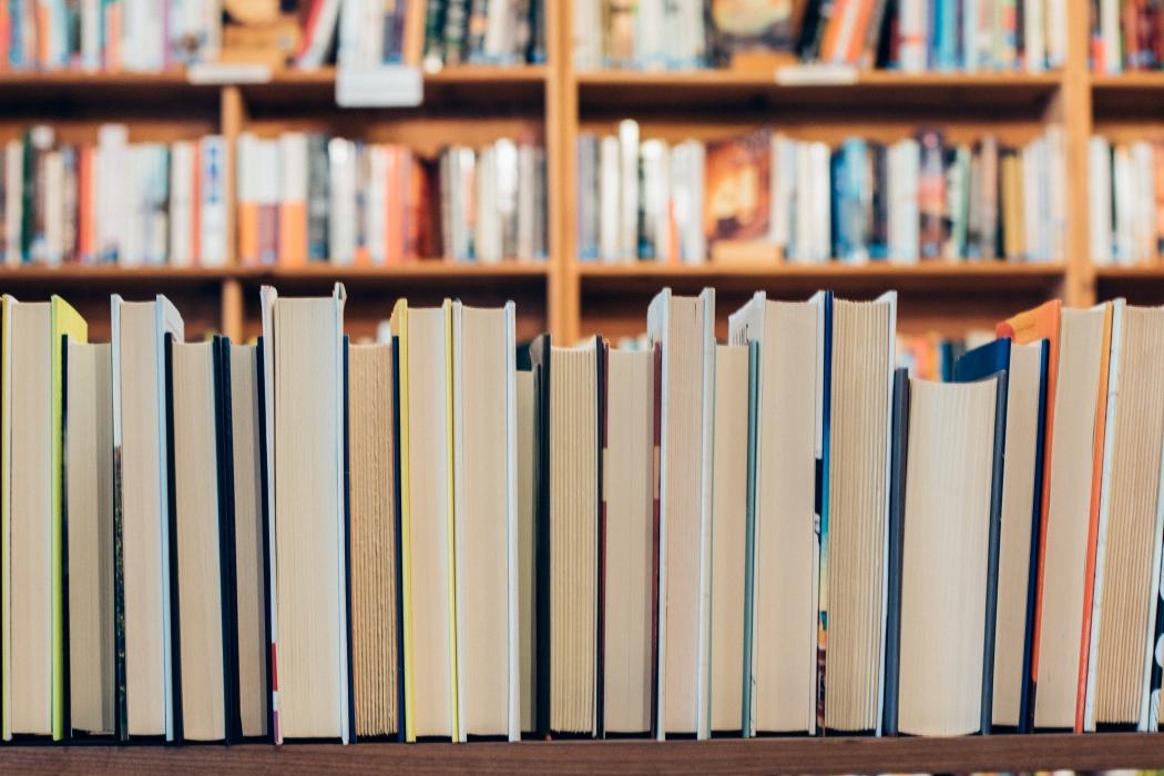 No Espírito Santo, pequenas editoras publicam os autores locais, com destaque para a editora Cousa. Crédito: Jessica Ruscello/ Unsplash