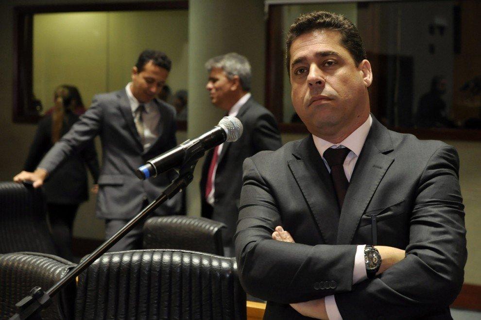 Deputado Marcelo Santos no plenário da Assembleia Legislativa. Crédito: Assembleia
