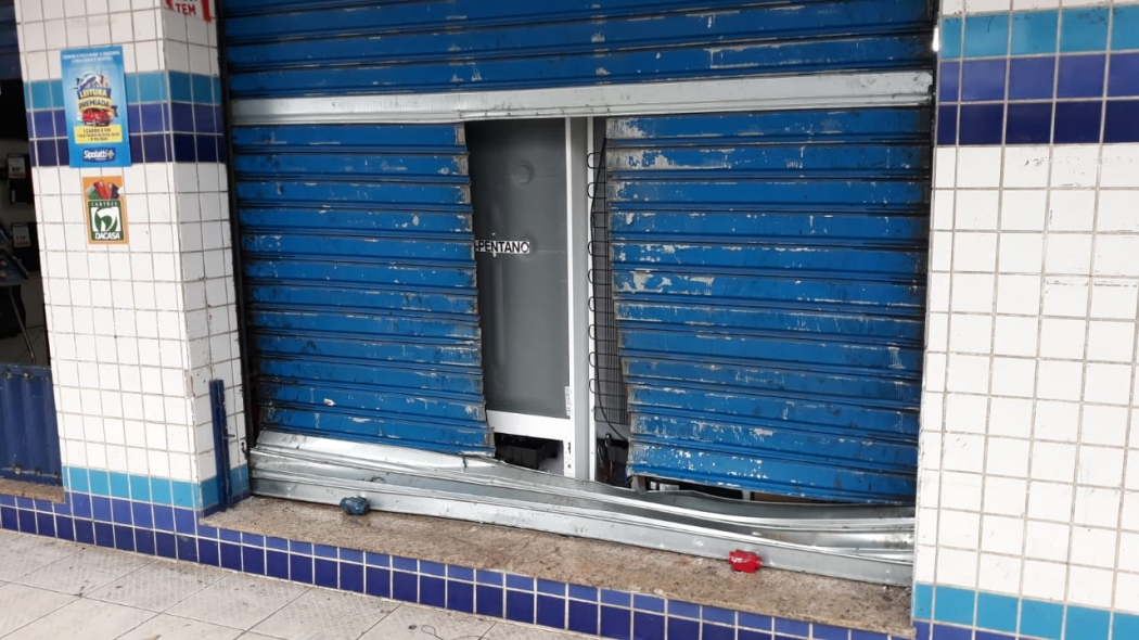 Loja de móveis e eletrodomésticos em Porto Canoa, na Serra, foi arrombada na madrugada desta terça-feira (7) pela segunda vez em 15 dias. Crédito: Daniela Carla