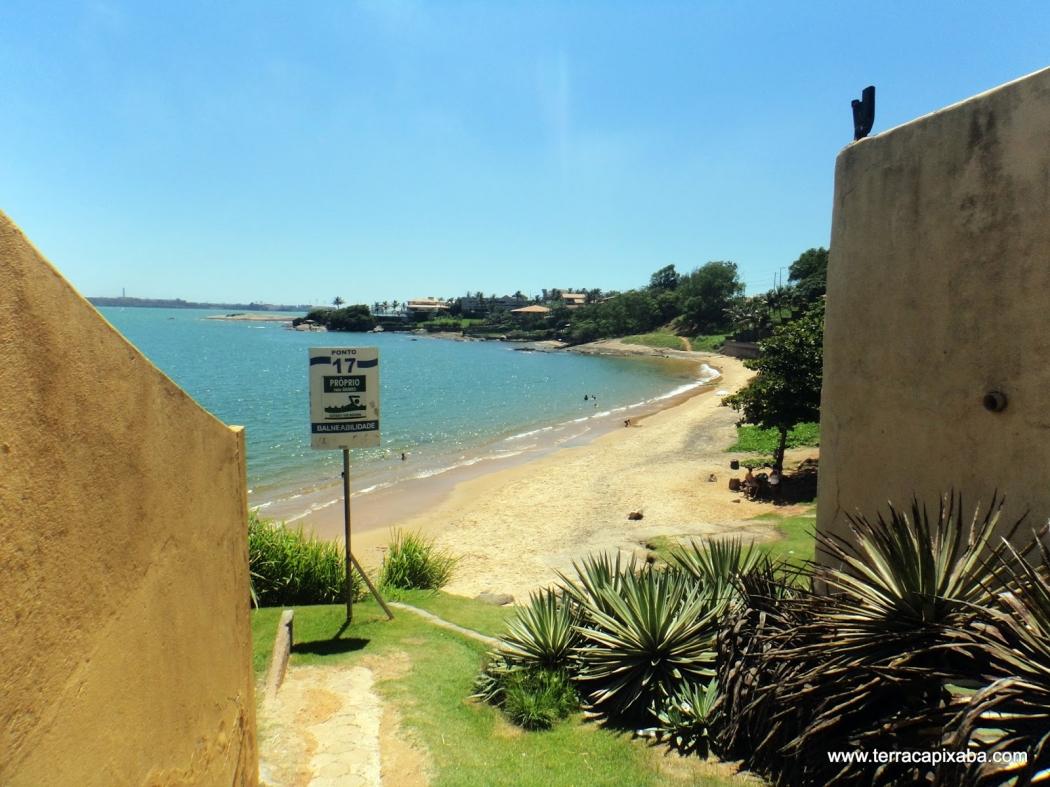 Praia da Ilha do Frade, onde moradores são acusados de suprimirem a vegetação original. Crédito: Divulgação