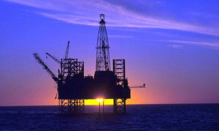 Plataforma de exploração de Petróleo. Crédito: Helmut Otto | Divulgação