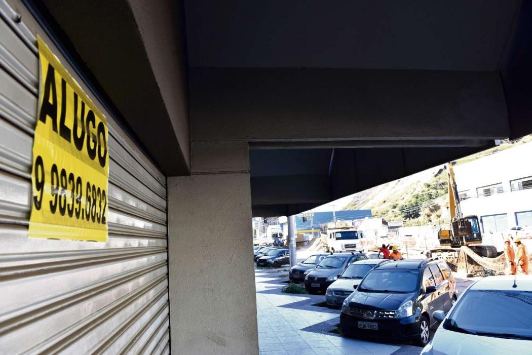 Com atrasos nas obras da Avenida Leitão da Silva, lojas fecham as portas. Crédito: Fernando Madeira