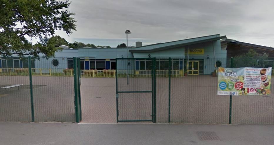 A Polícia Metropolitana de Londres chegou a fechar as vias próximas da Roding Primary School, em Dagenham, leste da capital britânica   . Crédito: Google Street View