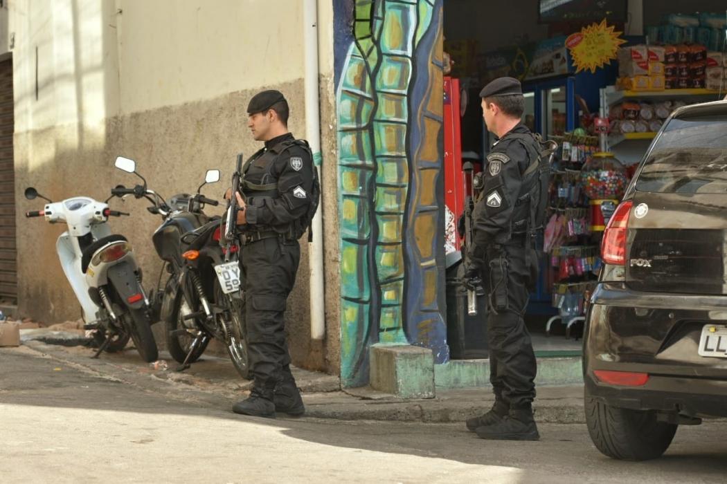 Policiamento reforçado no Bairro da Penha, em Vitória. Crédito: Fernando Madeira