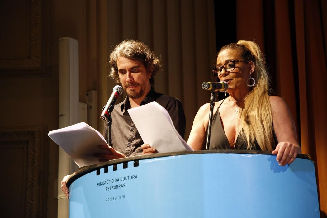 Festival de Cinema de Vitória: Zéu Britto e Rita Cadillac foram os apresentadores da primeira noite. Crédito: Sergio Cardoso/FCV