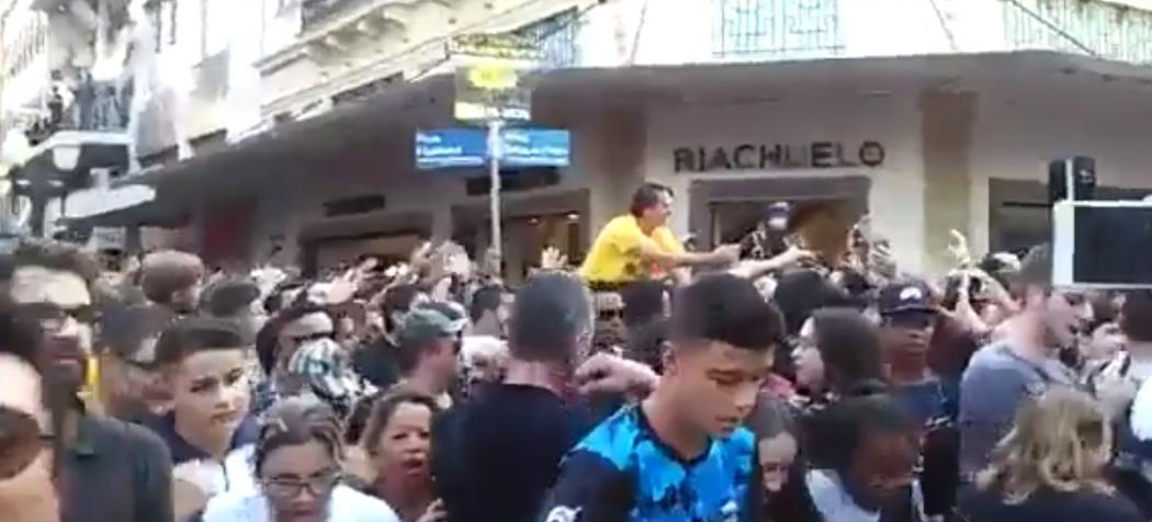 Bolsonaro leva facada em ato de campanha em Juiz de Fora, Minas Gerais. Crédito: Twitter
