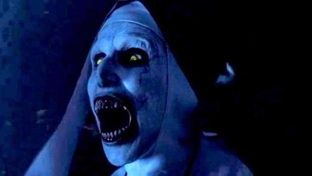 """Mulher passou mal durante exibição do filme de terror """"A freira"""". Crédito: Reprodução"""