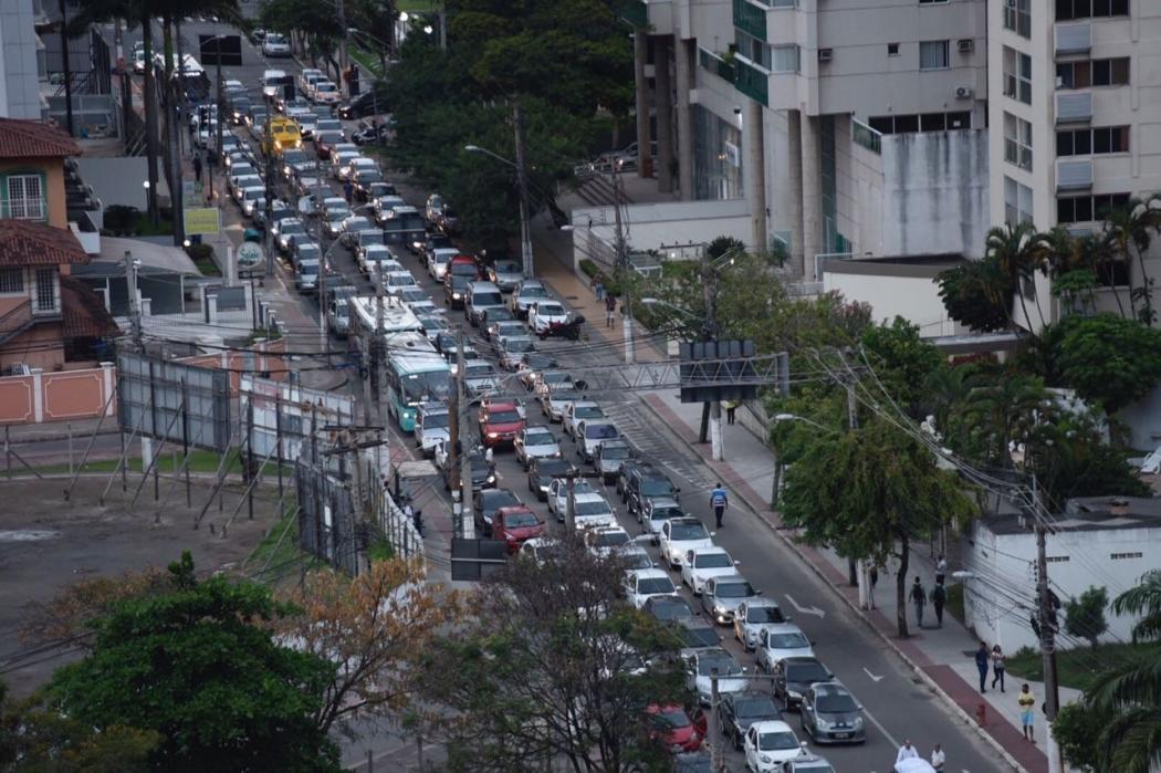 A Terceira Ponte ficou interditada desde às 15h19 desta segunda-feira (10). O trânsito na Grande Vitória foi afetado com o bloqueio. Crédito: Vitor Jubini | GZ