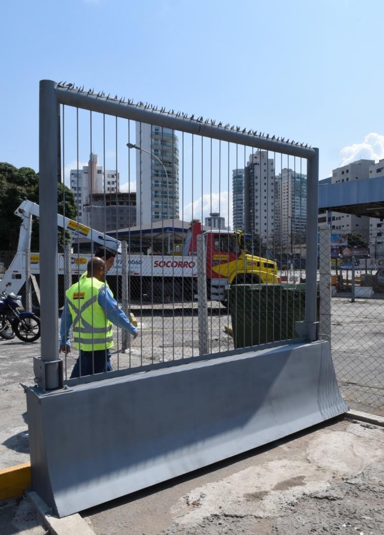 Barreira de proteção que será colocada na Terceira Ponte . Crédito: Carlos Alberto Silva