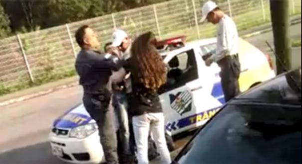 Discussão de trânsito terminou com troca de agressões na Serra. Crédito: Reprodução