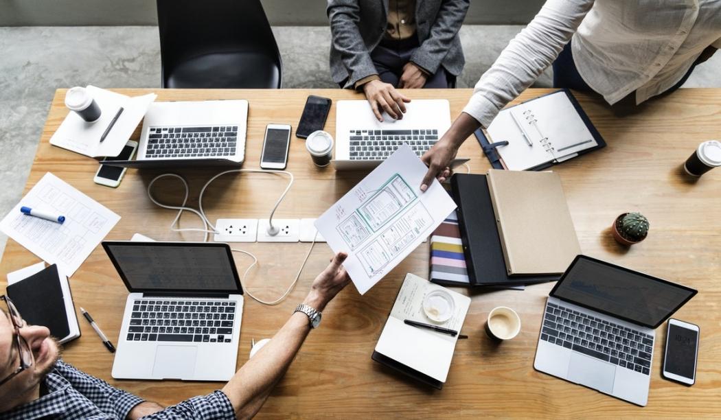 Invista em sua equipe e tenha uma empresa melhor . Crédito: Unsplash