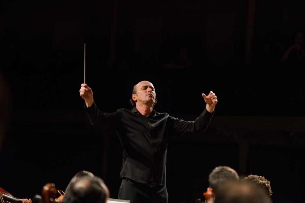 Helder Trefzger é maestro titular da Orquestra Sinfônica do Estado do Espírito Santo. Crédito: Kristina Gonçalves