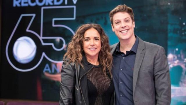 A cantora Daniela Mercury e o apresentador Fábio Porchat. Crédito: Divulgação/Record TV