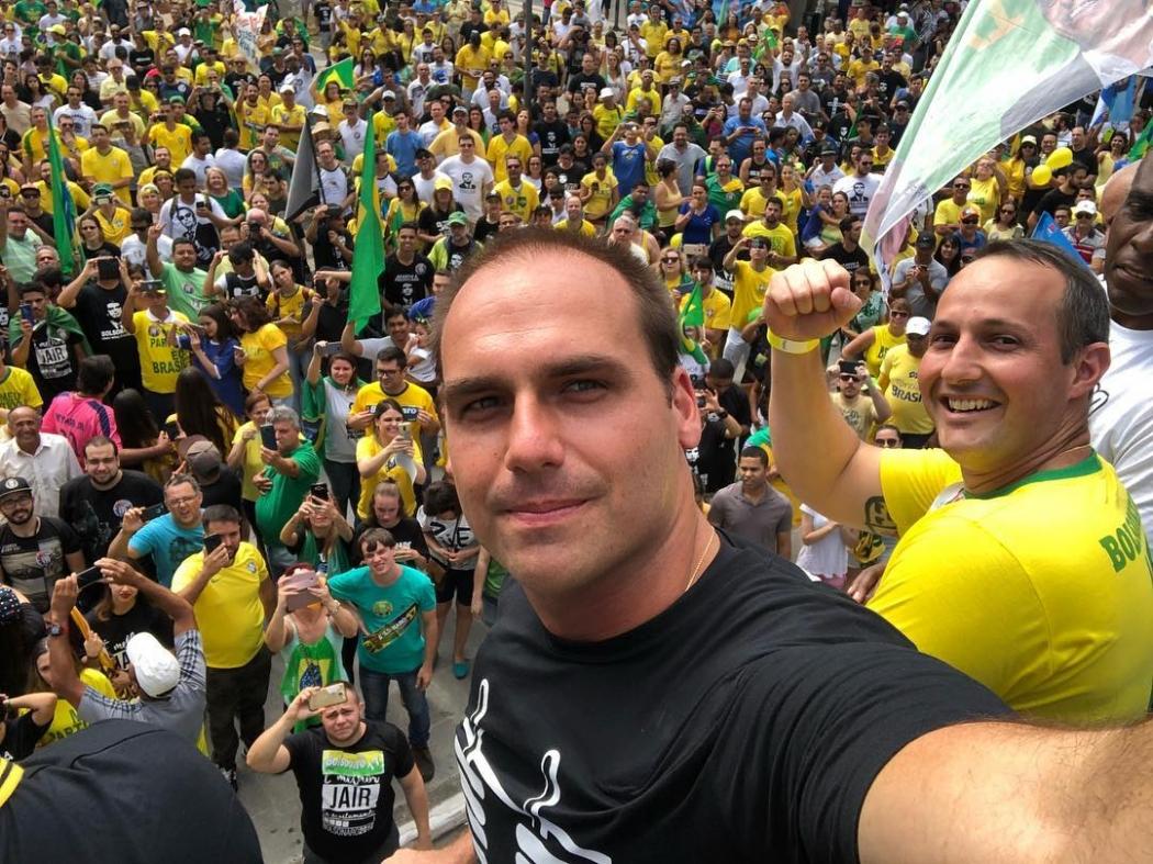 O deputado Eduardo Bolsonaro em ato em Campinas neste domingo (30). Crédito: Reprodução/Instagram de Eduardo Bolsonaro