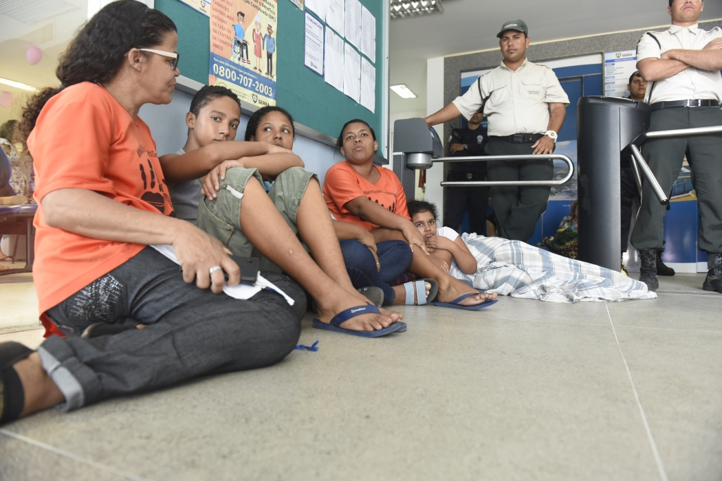 Mães de deficientes estão ocupando o prédio da Prefeitura da Serra. Crédito: Vitor Jubini
