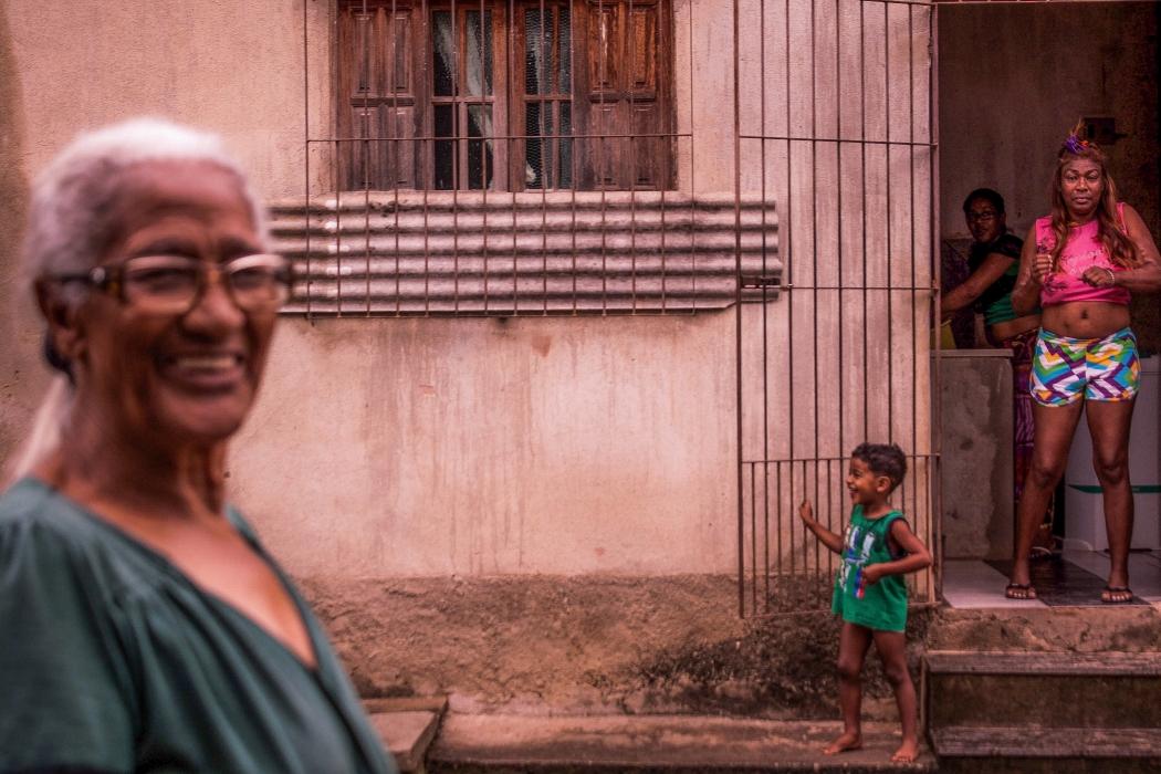 """Segundo Gabriel, essa foto representa bem a comunidade: """"Me passa a ideia de família e felicidade em viver"""". Crédito: Gabriel de Rezende"""