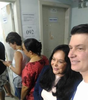 Rose de Freitas vota na Escola Municipal Álvaro de Castro Áureo Monjardim, em Fradinhos, Vitória