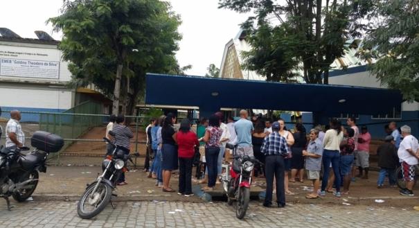 No maior colégio eleitoral de Cachoeiro de Itapemirim, a Escola Galdino Theodoro da Silva, bairro Jardim Itapemirim, o eleitor acordou cedo para votar