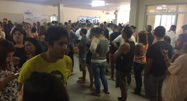 Muitas filas na EMEF Elzira Vivacqua dos Santos