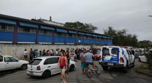 Há filas para votação no Colégio Maria Olinda, no setor Ásia do bairro Cidade Continental, Serra. Em algumas seções, a espera dura cerca de 20 minutos