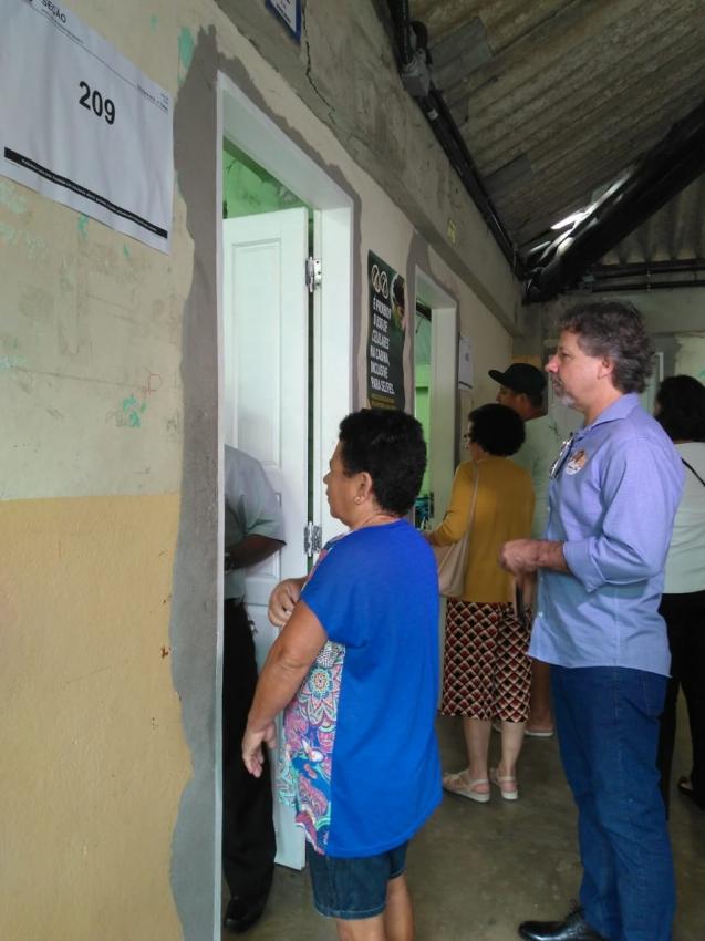 Aridelmo (PTB) votou, neste domingo (7), na EEEM Desembargador Carlos Xavier Paes, Santa Lúcia, Vitória
