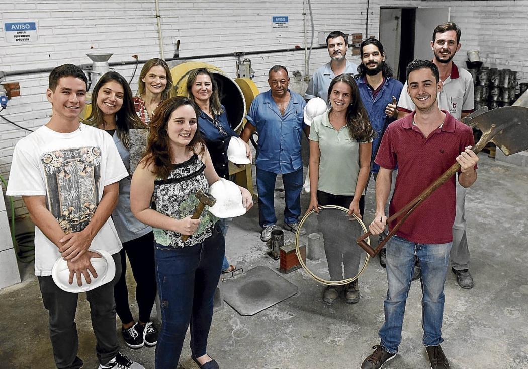 Alunos e professores do curso de Engenharia Civil, da Ufes, que alcançou a nota máxima no exame. Crédito: Vitor Jubini