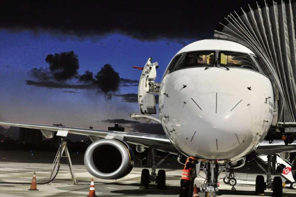 Aeronave sendo abastecida no Aeroporto de Vitória. Crédito: Luísa Torre