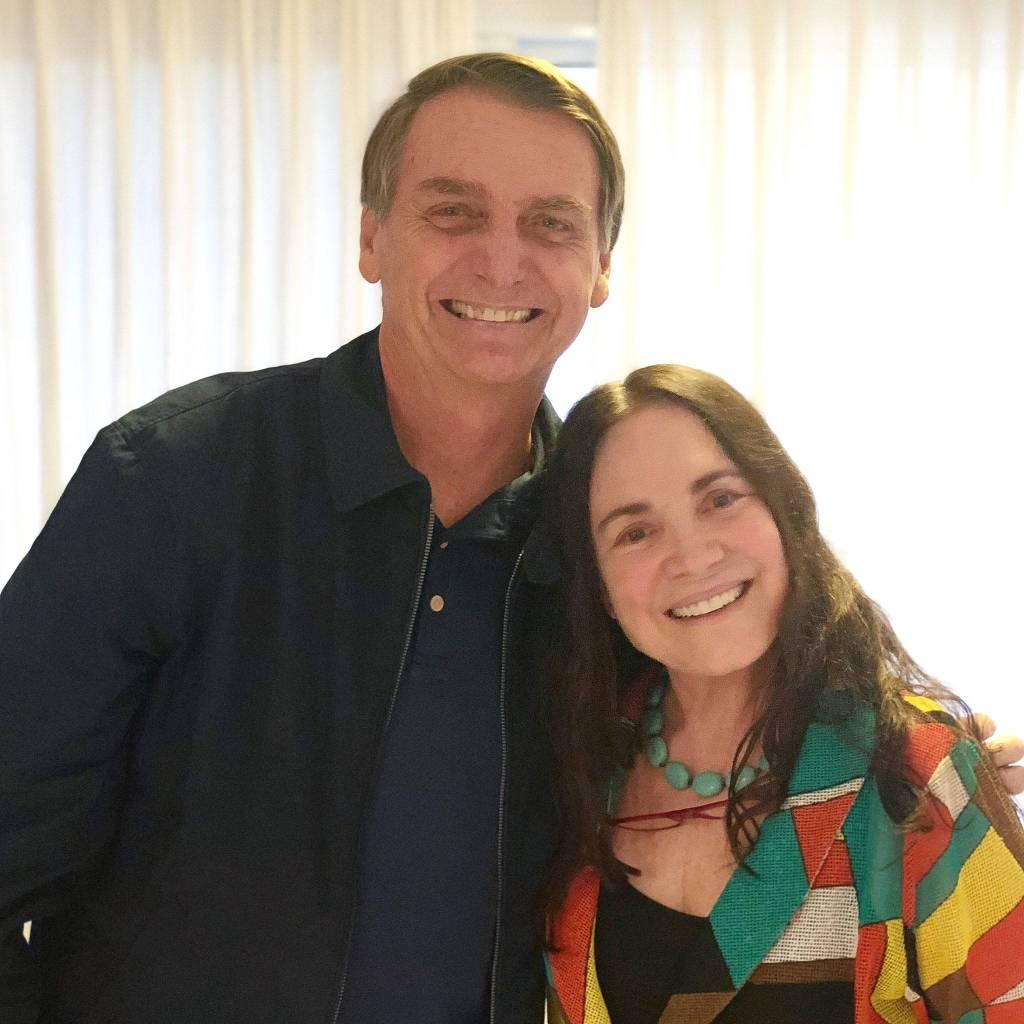 Jair Bolsonaro e Regina Duarte: os dois se encontraram no apartamento dele. Crédito: Reprodução/Twitter Jair Bolsonaro