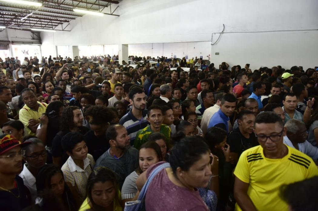 Filas para emprego em supermercado de Vitória . Crédito: Marcelo Prest