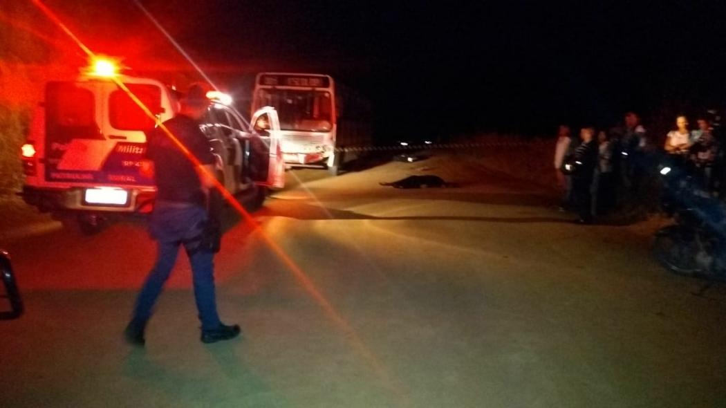 Uma motociclista de 51 anos morreu após a moto em que ela estava bater de frente com um ônibus. Crédito: Internauta