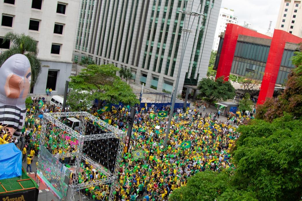 Imagem do protesto a favor do candidato a Presidência, Jair Bolsonaro (PSL) na Avenida Paulista, região centro-sul da cidade de São Paulo (SP), na tarde desse domingo (21). Crédito: Kevin David / A7 Press