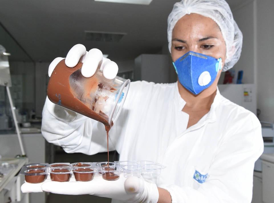 Tabletes de chocolate e pastilhas que parecem doce: novas formas de manipular remédios. Crédito: Carlos Alberto Silva
