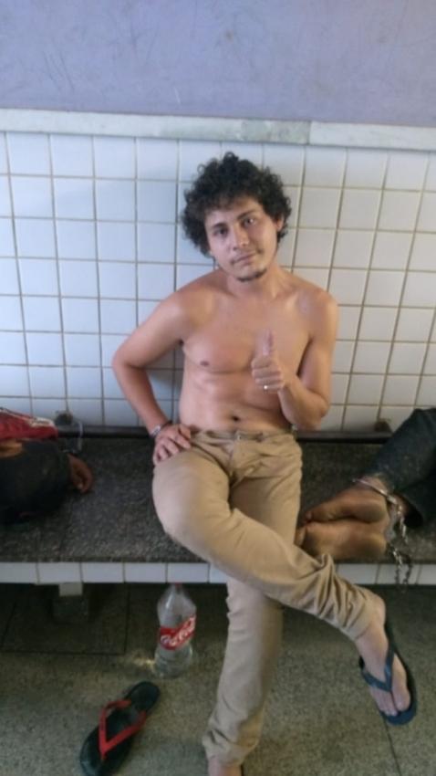 Carlos Eduardo Klem da Conceição, 25 anos, faz joinha ao ser preso. Crédito: Divulgação | PM