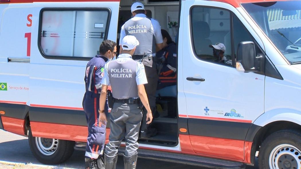 Acidente na Avenida Beira Mar, em Vitória. O atropelado e o motociclista ficaram feridos. Crédito: Carlos Palito | TV Gazeta