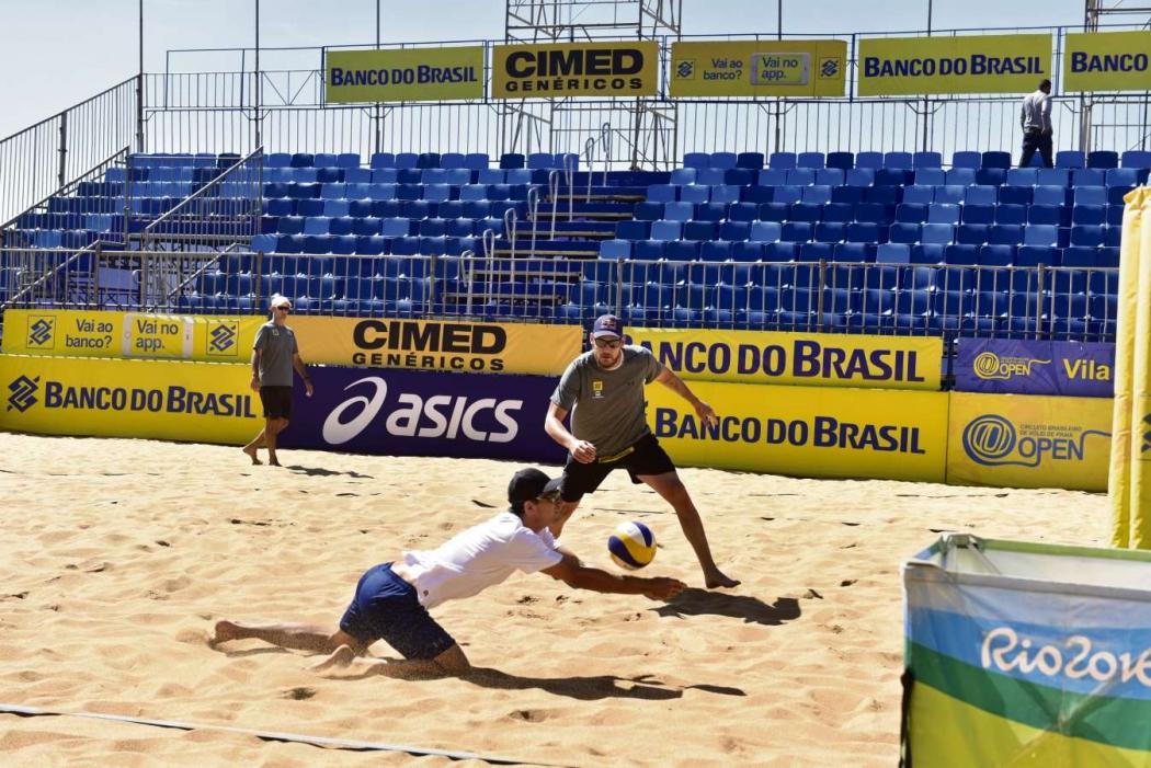 André Stein e Alison estarão em ação na Praia da Costa até domingo. Crédito: Marcelo Prest