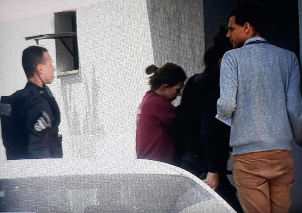 George Alves e Juliana Salles retornam para audiência de instrução após parada para almoço . Crédito: Raphael Verly/TV Gazeta Norte