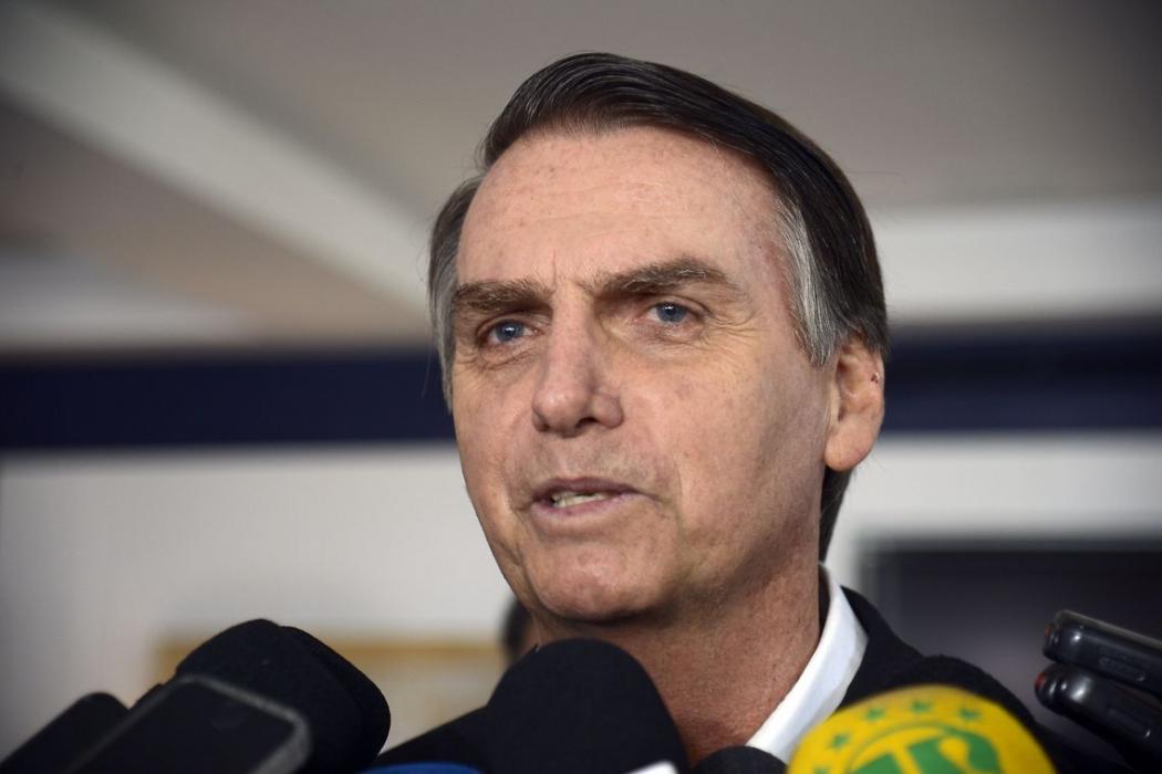O candidato do PSL à Presidência da República, Jair Bolsonaro, fala à imprensa. Crédito:  Tânia Rego | Agência Brasil