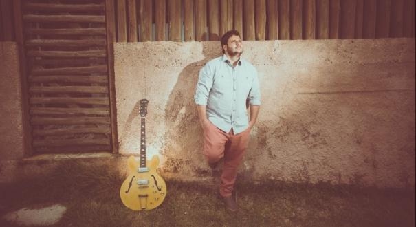 Músico Izar. Crédito: Ademir Ribeiro