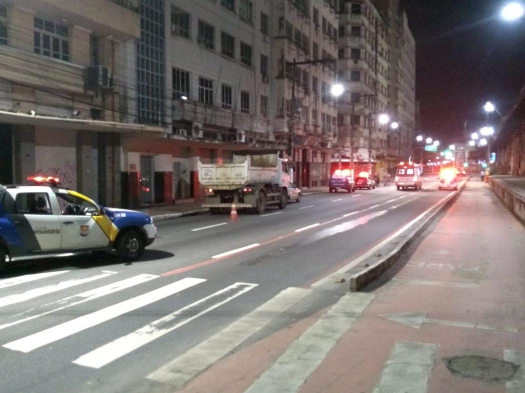Mulher atira móveis da janela de apartamento e Guarda Municipal é acionada, no Centro de Vitória. Crédito: Divulgação