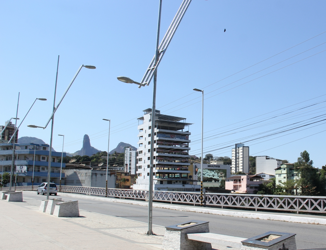 Ponte Fernando de Abreu foi alvo de vandalismo pelo menos duas vezes este ano . Crédito: Divulgação  -  Prefeitura de Cachoeiro de Itapemirim