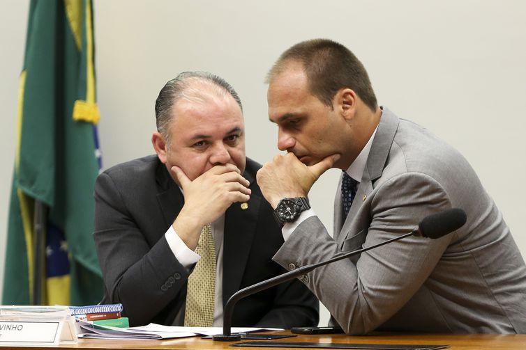 Filhos de Jair Bolsonaro ficam longe de articulações na posse do novo Congresso. Crédito: Marcelo Camargo | Agência Brasil