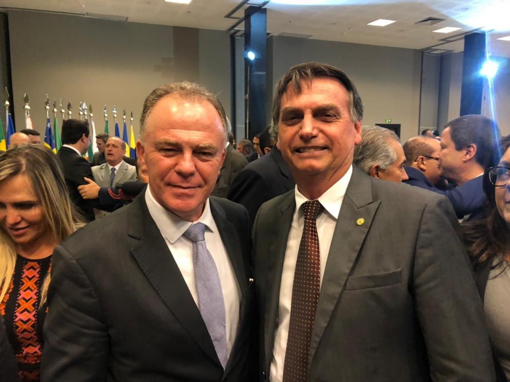 Renato Casagrande e o presidente eleito Jair Bolsonaro durante Fórum de Governadores, em Brasília. Crédito: Divulgação/Assessoria
