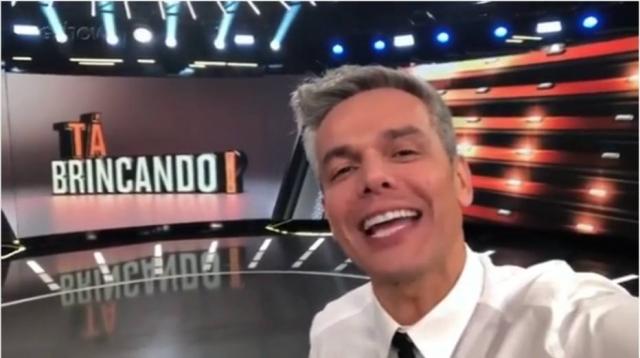19/11/2018 - Otaviano Costa no estúdio do novo programa que comandará na Globo, o 'Tá Brincando!'. Crédito: Instagram/otacosta